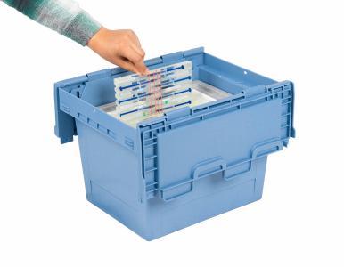 Ein weiterer Fortschritt in Sachen Impfstofftransport: Die BITO CAMPUS GmbH und die BITO-Lagertechnik Bittmann GmbH haben spezielle Inlays für ihre kühlfähigen Mehrwegbehälter entwickelt, mit denen bereits aufgezogene Impfspritzen sicher auch über große Entfernungen transportiert werden können. Die Idee dazu stammt von einem Tüftler aus der Eifel, mit dem BITO kooperiert.