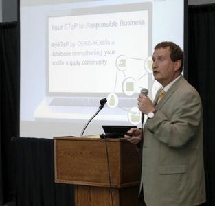 OEKO-TEX® Generalsekretär Dr. Jean-Pierre Haug stellte anlässlich eines Info-Events auf der Texworld USA das neue MySTeP-Tool vor
