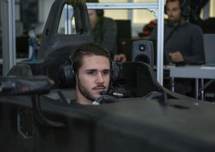 Daniel Abt, race car driver for Audi Sport ABT Schaeffler, puts the energy strategy to the test in the Audi simulator. (Photo credit: Audi Communications Motorsport)