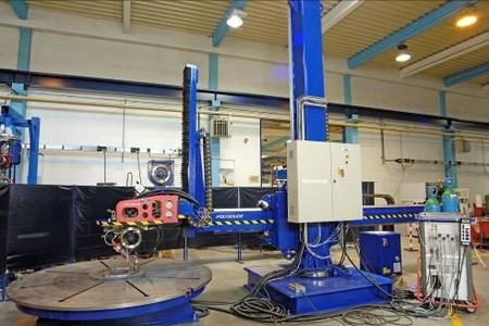 Fig. 3: Six computer controlled axis for welding and coating with a high degree of reliability and efficiency / Photo: Polysoude