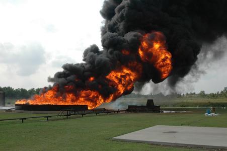 """Tagung """"Brandschutz im Tank- und Gefahrgutlager"""" am 07. Oktober 2013 im Essener Haus der Technik stellt praktische Lösungen vor"""