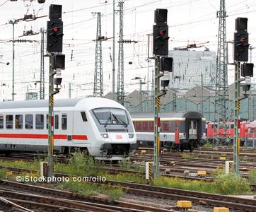 The International Union of Railways (UIC) has once again entrusted Berner & Mattner Systemtechnik GmbH with a consulting project for the European-wide standardization of signaling technology (Image source: istockphoto.com/ollo)