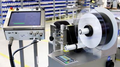LFM100 - Anlage aus Laserbeschrifter und Etikettenspender