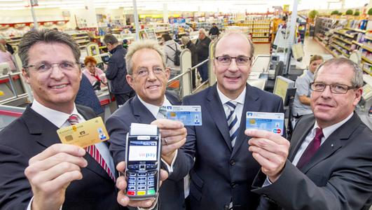 Startschuss der kontaktlosen Girocard (VR-Bankcard) bei Edeka am 13. Oktober 2015