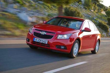 Chevrolet Cruze: Dynamische Kompaktlimousine führt neue globale Chevrolet Design-Sprache ein