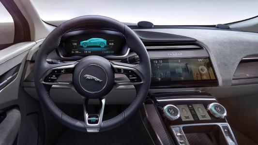 Die Bernd Kußmaul GmbH fertigt hochglanzpolierte und gebürstete Aluminium-Zierteile für das Interieur und Exterieur des neuen i-Pace von Jaguar.