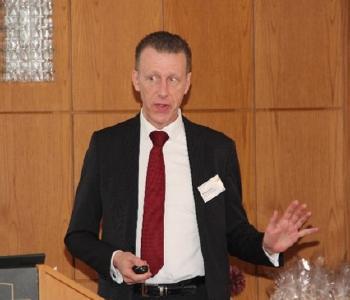 """W. Diwald mit seinem Vortrag """"Grüner Wasserstoff in der Raffinerie – Lösung für eine wirtschaftliche Energiewende"""""""