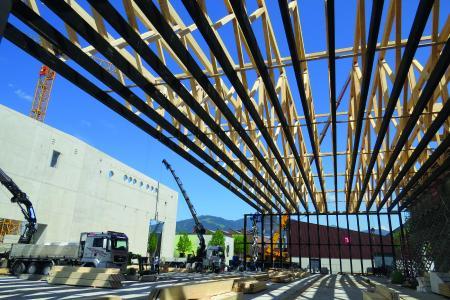 Bereits im Rohbau werden die imposanten Dimensionen deutlich (Bildnachweis: SWISS KRONO GmbH)