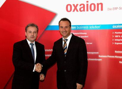 oxaion-Vorstand Uwe Kutschenreiter (links) und Sascha Collin, Geschäftsführer von NetPlans, gehen künftig gemeinsame Wege bei ERP-Projekten.