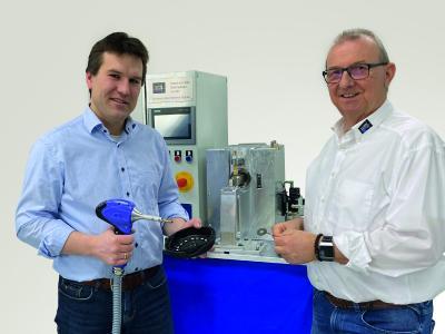Dr.-Ing. Christian Groth (links), neuer Geschäftsführer der mth Ultraschalltechnologie GmbH & Co. KG, dem der Unternehmensgründer Mathias Herrde in Zukunft mit Rat und Tat zur Seite steht / Bildnachweise: mth Ultraschalltechnologie GmbH & Co. KG