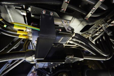 Wurde speziell für den Unterflurbereich entwickelt: Der schwere Steckverbinder RockStar HighPower 550A von Weidmüller (©Ralf Baumgarten/HANNOVER MESSE)