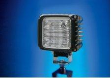 Der Arbeitsscheinwerfer Hella Power Beam 2.000 ist besonders lichtstark: Mit der Licht-Power aus 16 Hochleistungs-LEDs leistet er 2.000 Lumen