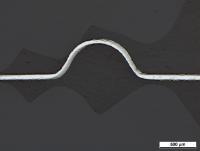 Testversuche zur Kanalgeometrie: Gebogenes Test-Bauteil aus Titan mit einer Blechstärke von 0,1 Millimeter.