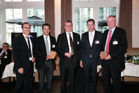Das gekürte Team bei der Preisübergabe (von links): Jan Kempski und Stefan Litke (Agentur von Mannstein), Philipp Bierbaum (DAMM & BIERBAUM), Frank Merkel (wob AG) und Frank Dusny (Marketingleiter Brillux).