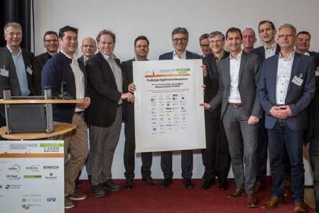 Verabschiedung des Freiburger Appells mit Freiburgs Oberbürgermeister Dr. Dieter Salomon (Mitte)