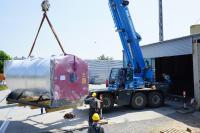 Ankunft des neuen YADOS Erdgaskessels mit fünf MW Leistung in Kamenz (Bild: YADOS GmbH)