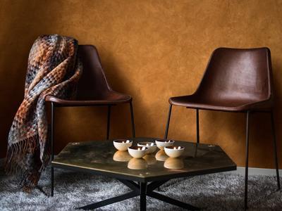 Stucco Satinato Wildleder-Look für die Wände – im Farbton 3 D Amber 40. Eine samtweiche Oberfläche sorgt optisch und haptisch für einen bleibenden Eindruck / Fotos: Caparol Farben Lacke Bautenschutz