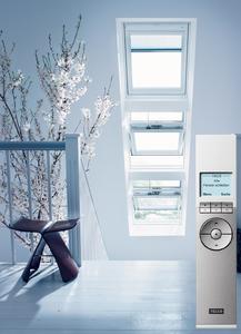 Automatische Dachfenster ermöglichen individuelle Programmabläufe, zum Beispiel für automatisches Lüften. So kann man festlegen, dass sich die Fenster morgens öffnen und der Tag mit viel frischer Luft beginnt