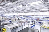 Die Kommissionierung erfolgt an ergonomischen Arbeitsplätzen mittels Pick by Light-System mit bis zu 3.500 Picks pro Stunde