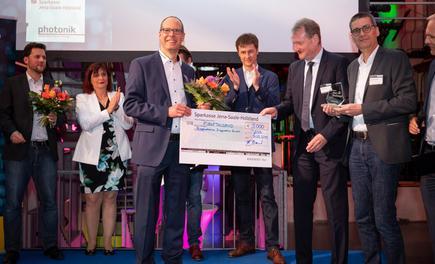 Jörg Weber (3. von links) erhält den 1. Preis der OptecNet Start-up Challenge 2019 / Foto: Optonet