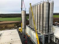 An ihrem Standort in Worms verfügt die GREIWING logistics for you GmbH jetzt über 37 Hochsilos. (Foto: GREIWING)