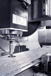 Mit Hilfe der Software PUMA-System® läuft die Hochgeschwindigkeitsbearbeitung werkzeugoptimiert ab