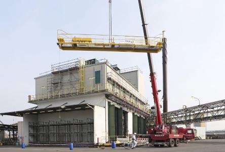 Die Installation der neuen Krananlage für die Sonderabfallverbrennungsanlage im Chemiepark Marl.