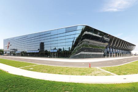 Auf dem Nürnberger Messegelände steht die Messehalle 3C beispielhaft für die umfassenden Modernisierungsmaßnahmen der NürnbergMesse Group.