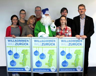 Gemeinsam wirbt die Ems-Achse zusammen mit ihren Partnern um Rückkehrer. Von links:  Maren Niehaus (Campus Lingen der Hochschule Osnabrück), Mareike Meyer (Ems-Achse), Anneliese Hanelt (Ems-Achse), Matthias Schoof (Hochschule Emden-Leer), Jule Tirrel (Ems-Achse), Nils Siemen (Ems-Achse) und Dr. Dirk Lüerßen (Ems-Achse).