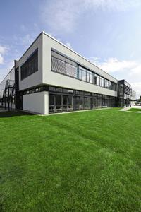 Ökonomische, ökologische und soziokulturelle Nachhaltigkeit: Dafür steht die Urbane Produktion der Zukunft bei WITTENSTEIN bastian, angesiedelt direkt neben einer Passivhaussiedlung in Fellbach im Ballungsraum Stuttgart