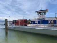 Verlegung des Bayka Glasfaserkabels zur Herreninsel - Polizei und Feuerwehr sind vor Ort