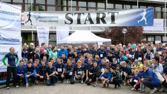 Gruppenstart des GEZE Teams beim traditionellen Ditzinger Lebenslauf 2013 zugunsten Mukoviszidose-Kranker (Foto: GEZE GmbH)