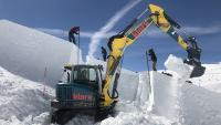 klarx, die Onlineplattform für die Miete von Baumaschinen, organisierte Maschinen für die Schneebewegung, die unter extremen Bedingungen arbeiten mussten. Nur so konnten 200.000 Kubikmeter Schnee bewegt werden, um den Snowpark für die Audi Nines zu errichten