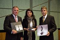 Die Preisträger bei der Verleihung am vergangenen Freitag in der Liederhalle in Stuttgart (von links): Heinrich Wecker und Florence Petkow (CeramTec), Prof. Dr. Michael Bauer (Hochschule Aalen)
