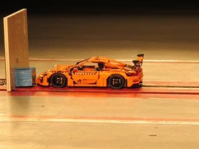 Der etwas andere c't-Prüfstand: Lego-Porsche im Crash-Test