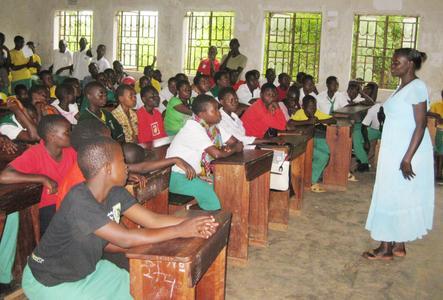 Dank der Koopertaion von W&H und dem SOS-Kinderdorf konnte die Anzahl der Schulbesucher in Kakiri gesteigert werden