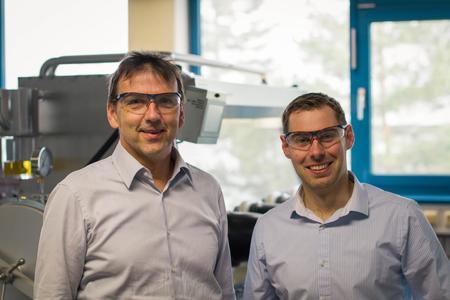 Prof. Dr.-Ing. Hans Hasse und Juniorprof. Dr.-Ing. Jakob Burger (v.l.n.r.) / Foto: Lehrstuhl für Thermodynamik, TU Kaiserslautern