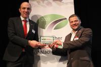 Thomas Eschey und Michael Müller freuen sich über den Preis in der wichtigen Kategorie Sattelauflieger