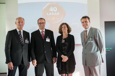 v.l.n.r.: Nationalrat Hansruedi Wandfluh, Andreas Ewald, Prof. Ursula Keller, Thomas Merk, bei einer der Festlichkeiten zum 40jährigen Firmenjubiläum der ROFIN-LASAG AG