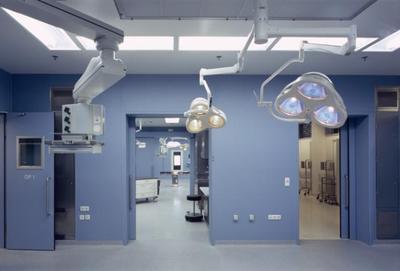 In Behandlungsräumen ist eine Gestaltung erwünscht, die nicht ablenkt, sondern die Konzentration noch unterstützt  (Fotos: Caparol Farben Lacke Bautenschutz)