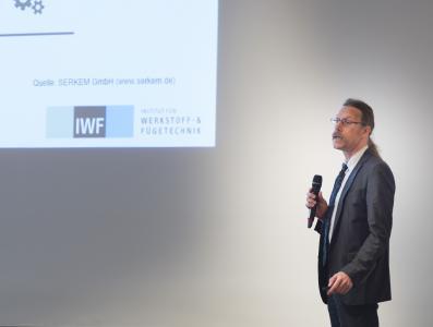 Prof. Sven Jüttner hält die Keynote auf der 32. FDBR-Fachtagung Rohrleitungstechnik / Foto: Giulio Coscia