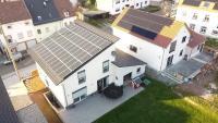 Die PV-Anlage erzeugt genügend Strom, um auch im Winter einen hohen solaren Deckungsgrad zu erreichen.