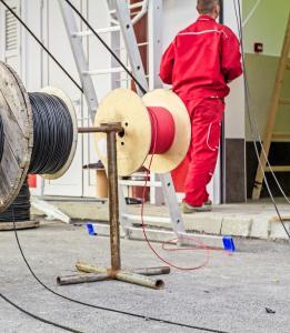Eigene Fachkräfte für Brandmeldeanlagen ausbilden (Fotolia: 114297747 M)