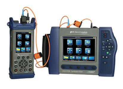 C860 – Quad OTDR Certification Test Kitt mit einem C840 Handheldgerät und einem C850 OTDR/OLTS für Tier 1 und Tier 2 Messungen