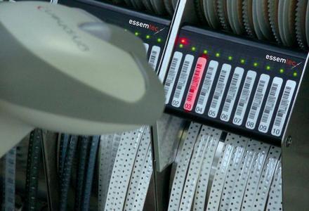 Barcode-programmierbare Zuführungen ermöglichen ein schnelles und sicheres Umrüsten.