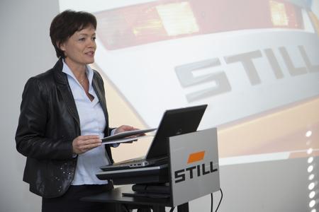 Lucia Puttrich, Hessische Ministerin für Umwelt, Energie, Landwirtschaft und Verbraucherschutz beim Besuch der STILL Niederlassung in Frankfurt, Foto: STILL GmbH
