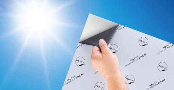 Super UV-stabil: Die innovative, neue Schutzfolie von POLIFILM PROTECTION wird selbst bei intensiver Sonneneinstrahlung weder brüchig noch spröde – und das bis zu 18 Monate lang.