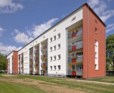 Die unterschiedlich farbigen Giebelflächen der einzelnen Gebäude prägen das gestalterische Bild des Wohnparks
