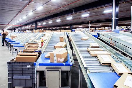 Förder- und Sortiersysteme von VanRiet sind weltweit im Einsatz. Nach der Übernahme durch MHS bleibt das Unternehmen selbstständig und stärkt seine Marktposition (Foto: VanRiet)