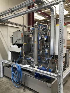 Eine Ultrafiltrationsanlage UC 2 von MKR Metzger verlängert die Bad-Standzeiten in den Spültanks der industriellen Reinigungsanlage um das 20-fache ohne die Reinigungsbäder der Anlage zu erneuern. ©Bildquelle: MKR Metzger
